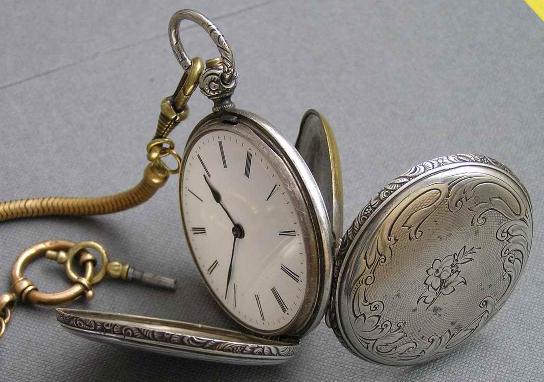Часовые мастера начали делать часы по образу и подобию первых.